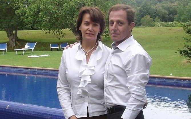Ingrid Jeanne Sartiau, com o alegado meio-irmão Alberto Sola Jimenez