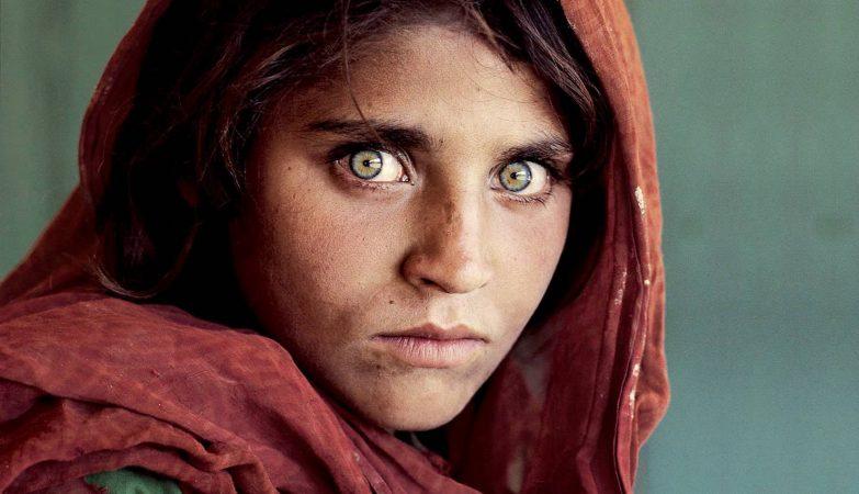 """Sharbat Gula, refugiada afegã, capa da National Geographic em 1984, a primeira """"Mona Lisa do Terceiro Mundo"""""""