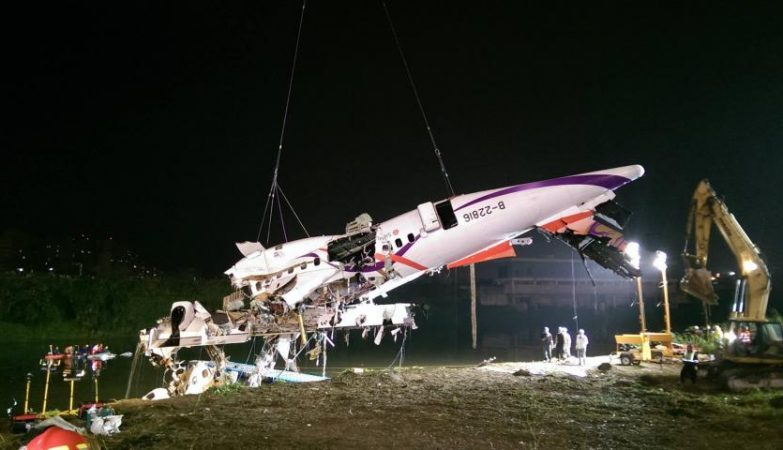 Recuperação do avião da TransAsia que caiu perto de Taipei, Taiwan