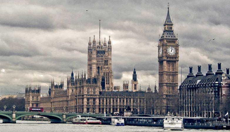 Parlamento do Reino Unido sofreu ciberataque, diz político