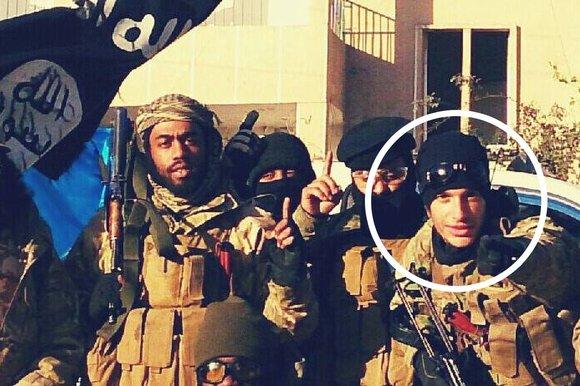 """Fábio Poças, emigrante português radicado em Londres, usa agora o nome de Abdurahman Al Andalus, e diz que """"vive na Síria, com 3 mulheres"""", incluindo uma """"noiva jihadista adolescente holandesa"""""""
