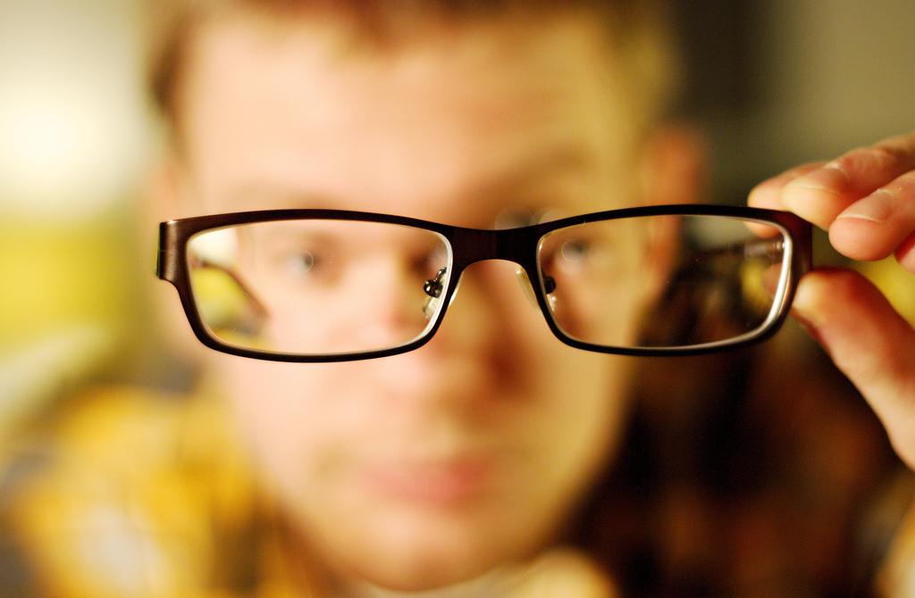 """b4e520e8d """"Nanogotas"""" reparadoras de córneas vão substituir os óculos"""