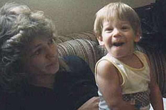 Debra Milke com o filho Christopher