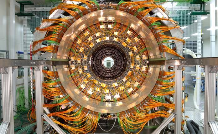 Detalhe do LHC, Large Hadron Collider, acelerador de partículas do CERN