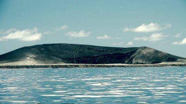 A nova ilha tem 250 m de altura