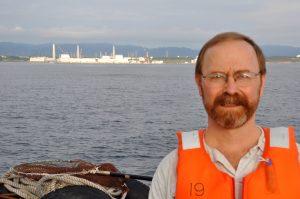 Ken Buesseler, investigador do WHOI, tem medido os níveis de radioatividade em amostras das águas do Pacífico desde 2011