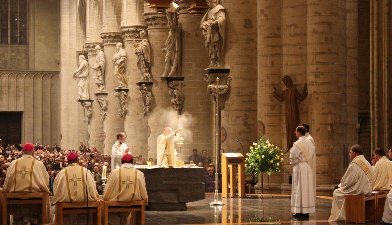 O arcebispo André-Joseph Léonard numa missa de Acção de Graças na Catedral de Bruxelas, em 2013