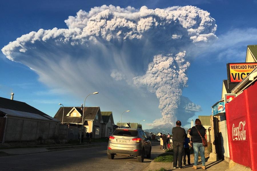 Erupção do vulcão chileno Calbuco em abril de 2015