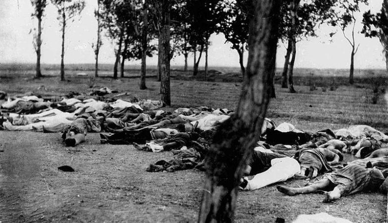 Cadáveres de arménios massacrados em Erzurum em 1895