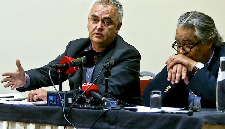 Pedro Delille e João Araújo, advogados de José Sócrates, durante um encontro com a imprensa