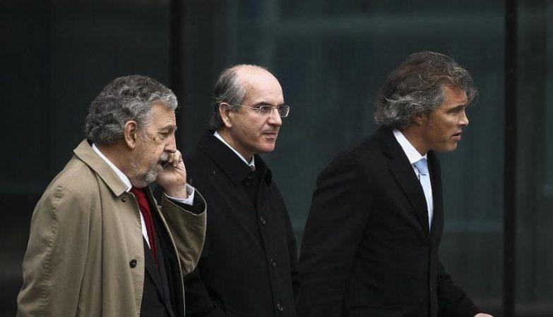João Rendeiro (ao centro) durante o julgamento do caso BPP