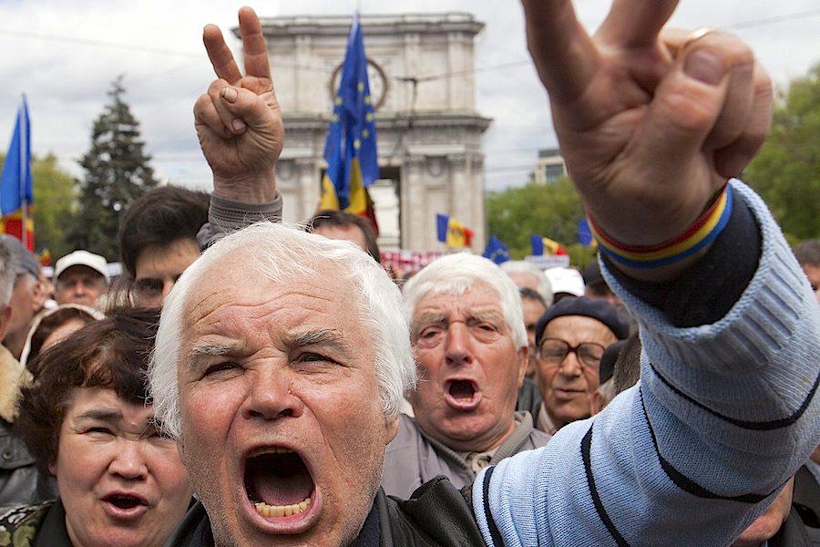 Protestos em Chisinau, na Moldávia, pelo desaparecimento de 900 milhões de euros dos bancos