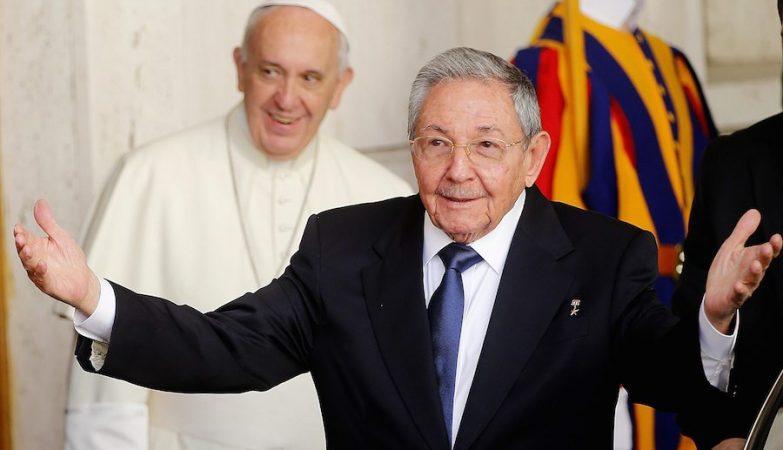 O presidente de Cuba, Raul Castro, visita o papa Francisco
