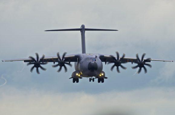 O Airbus A400M é uma alternativa ao mítico avião norte-americano de transporte táctico Hércules C-130