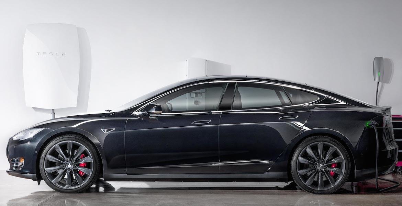 Uma Tesla Powerwall na garagem para dar electricidade à casa - e ao carro