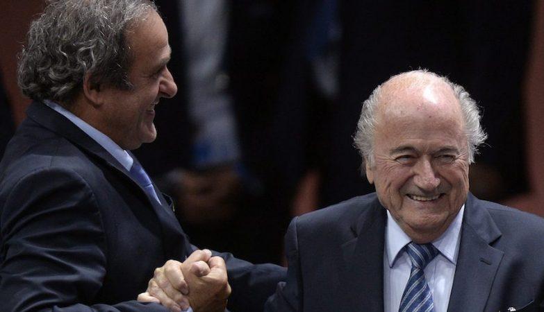 O presidente da UEFA, Michel Platini, com o presidente da FIFA, Joseph Blatter
