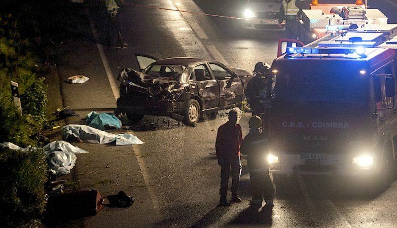 Cinco peregrinos que se dirigiam para Fátima morreram no IC2, em Cernache (Coimbra), vítimas do despiste de um automóvel.