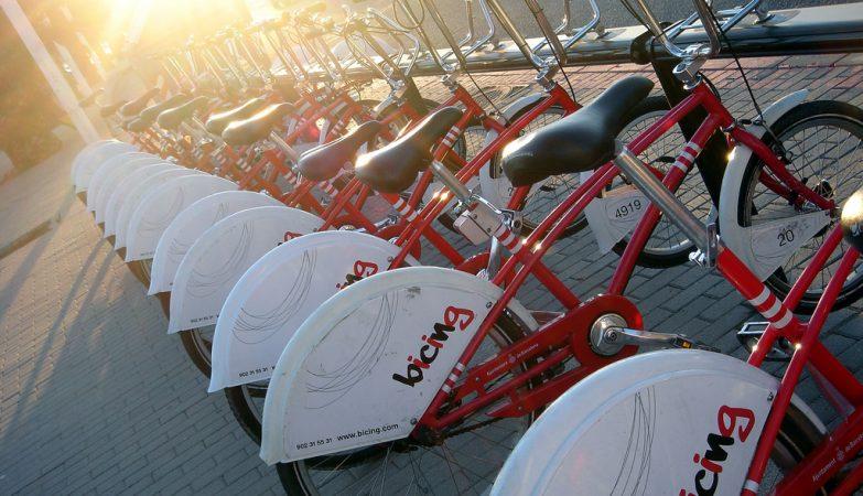 Em Barcelona, por exemplo, já existe um sistema de bicicletas partilhadas