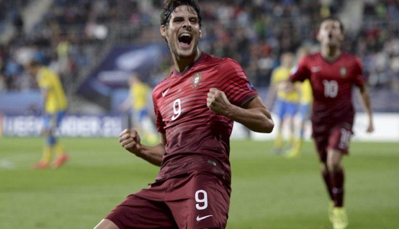 Gonçalo Paciência festeja o golo que deu a vitória da selecção sub-21 sobra a Suécia e o apuramento para as Olimpíadas do Rio