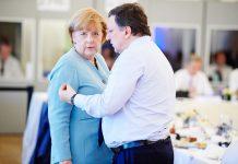 A chanceler alemã, Angela Merkel, com o ex-presidente da Comissão Europeia, Durão Barroso
