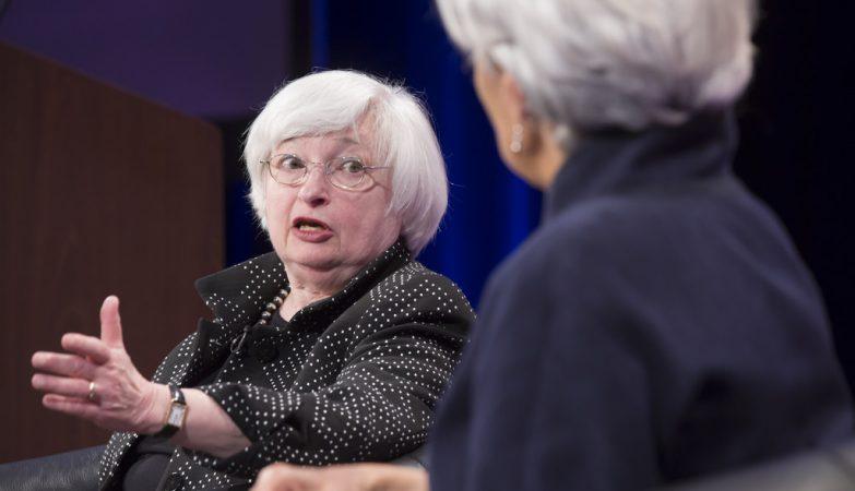 A presidente do FED, a Reserva Federal norte-americana, Janet Yellen, com a presidente do FMI, Christine Lagarde (de costas)