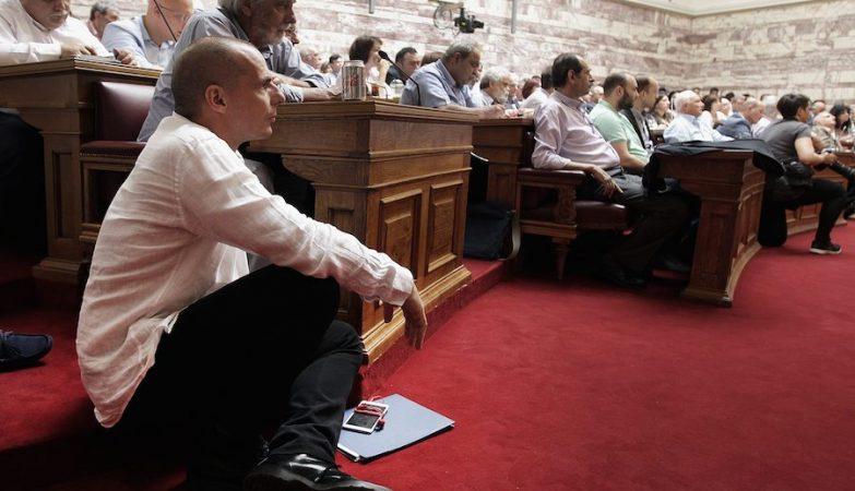 O ministro das Finanças da Grécia, Yanis Varoufakis, durante um encontro do Syriza no parlamento grego