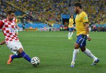 Hulk e David Luiz no Brasil - Croácia, primeiro jogo da Copa do Mundo de 2014