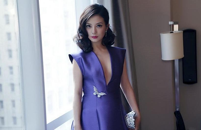 Zhao Wei interpreta actualmente o papel de uma mãe desiquilibrada que olha fixamente para os demais personagens