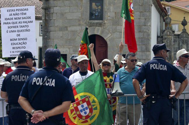 Lesados BES protestam durante as comemorações do 10 de junho em Lamego