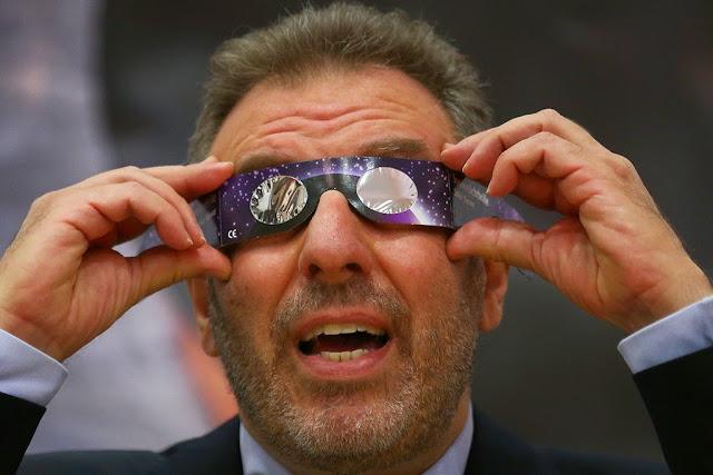 Ministro Nuno Crato em aula sobre eclipse solar