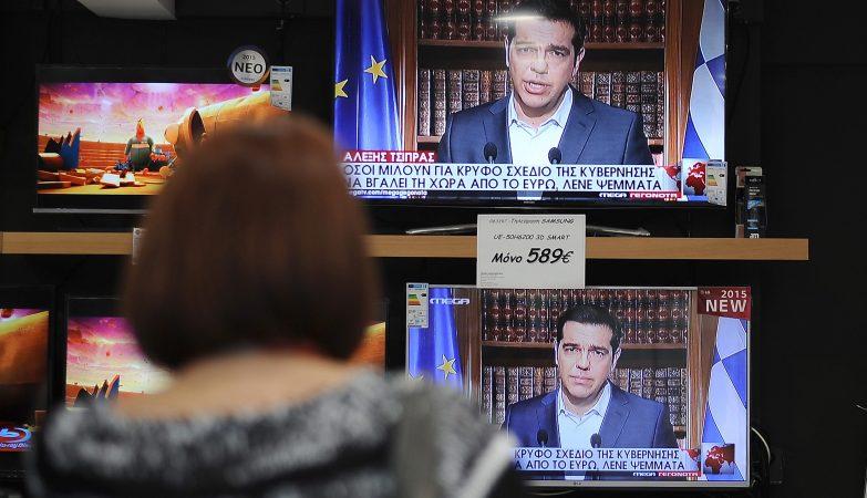 """Alexis Tsipras dirigiu-se à nação para garantir que o """"Não"""" no referendo não significa uma saída da Grécia da zona euro."""