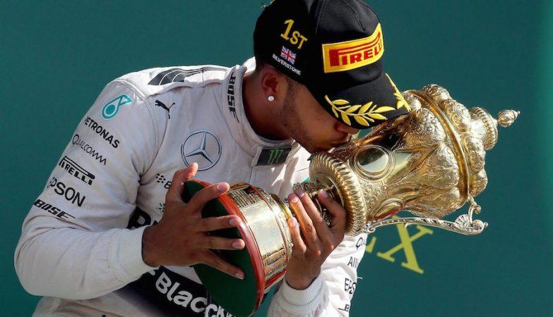 Lewis Hamilton, em Mercedes, venceu o GP de Silverstone 2015