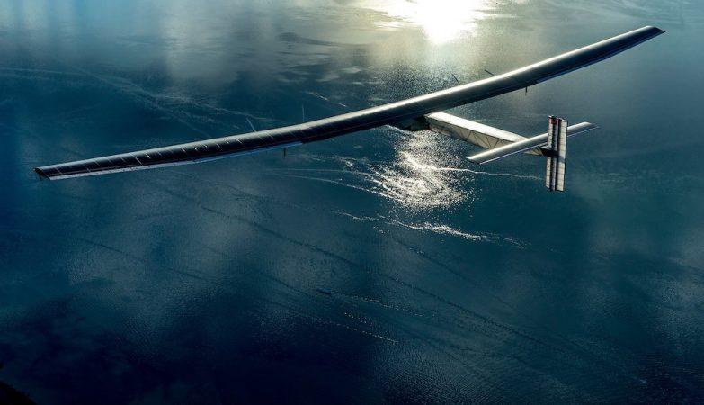 Nunca um homem tinha voado tanto tempo a solo - e num avião movido a energia solar com uma autonomia maior que a de um avião a jacto