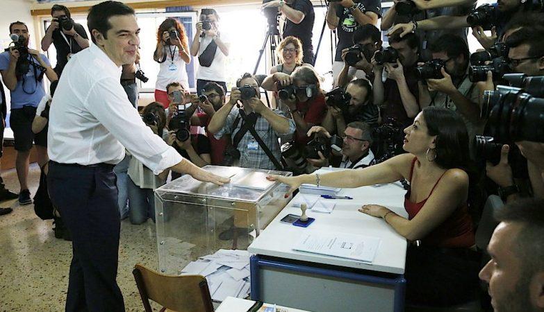 O primeiro-ministro da Grécia, Alexis, Tsipras, vota no referendo