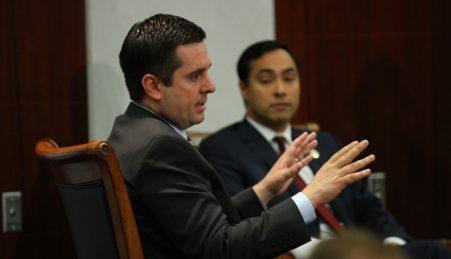 O luso-descendente Devin Nunes (esq), presidente da comissão de Informações da Câmara dos Representantes