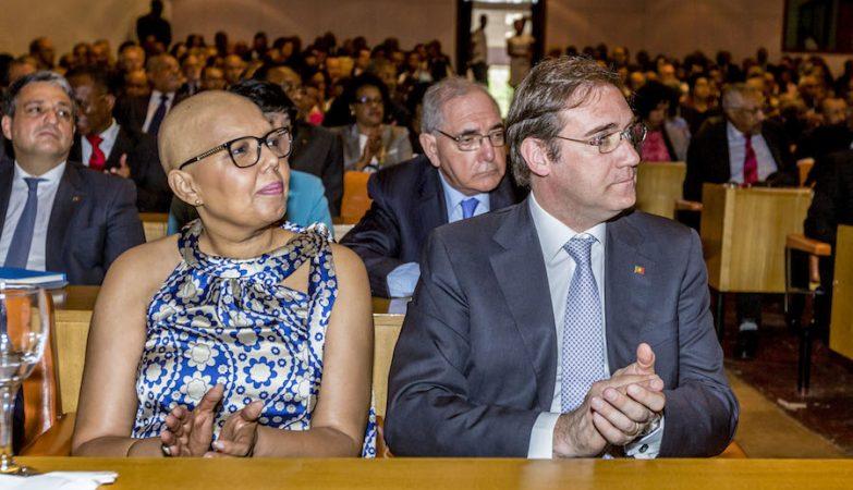 O primeiro-ministro, Pedro Passos Coelho, acompanhado pela mulher, Laura Ferreira, em Cabo Verde