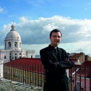 O padre Edgar Clara