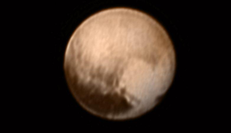 A superfície de Plutão como nunca antes vista, com a sua mancha em forma de coração