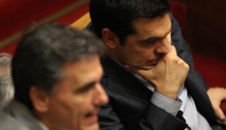 Euclid Tsakalotos, ministro das Finanças da Grécia, com Alexis Tsipras, primeiro-ministro grego