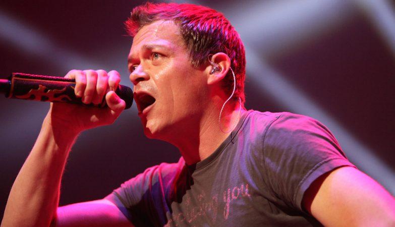 Brad Arnold, vocalista dos 3 Doors Down, em concerto