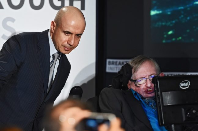 Yuri Milner e Stephen Hawking anunciam o projecto Breakthrough Listen
