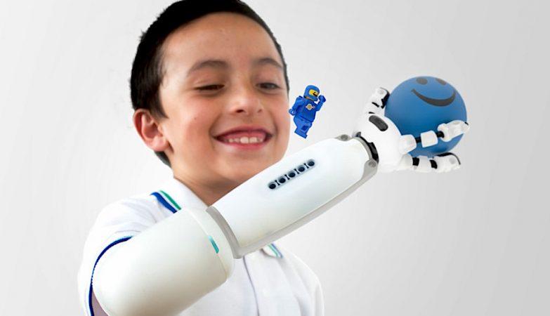 IKO, o braço prostético Lego desenvolvido por Carlos Arturo Torres