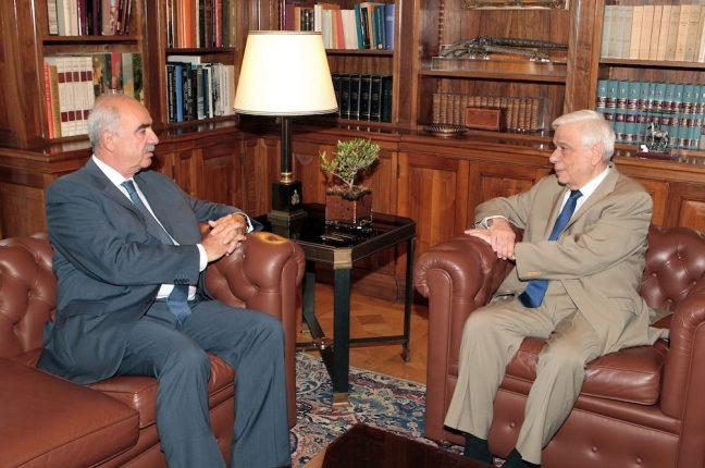 O líder da Nova Democracia, Evangelos Meimarakis, com o presidente da Grécia, Prokopis Pavlopoulos