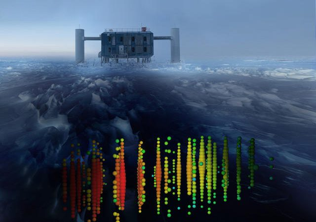 Esta imagem mostra um dos eventos de neutrino mais energéticos do estudo, sobreposto numa imagem do ICL (IceCube Lab) no Pólo Sul.