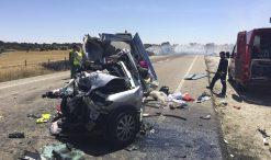 Três crianças portuguesas morreram em Espanha quando o carro em que seguiam colidiu com um camião perto de Cerezal de Aliste, na província de Zamora
