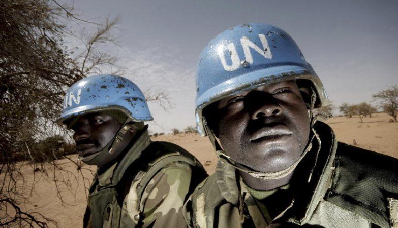 Capacetes Azuis nigerianos da UNAMID em patrulha no Darfur