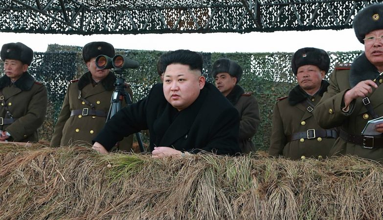 Kim Jong-un, líder da Coreia do Norte, durante um exercício militar