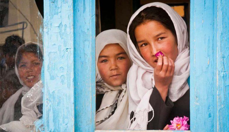 Meninas numa escola no Afeganistão