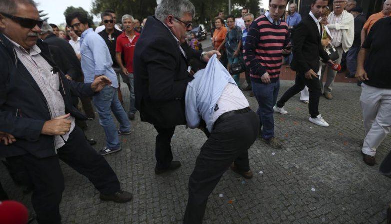 Secretário-geral do PSD, Matos Rosa, nos confrontos que marcaram arruada do PSD/CDS em Espinho.