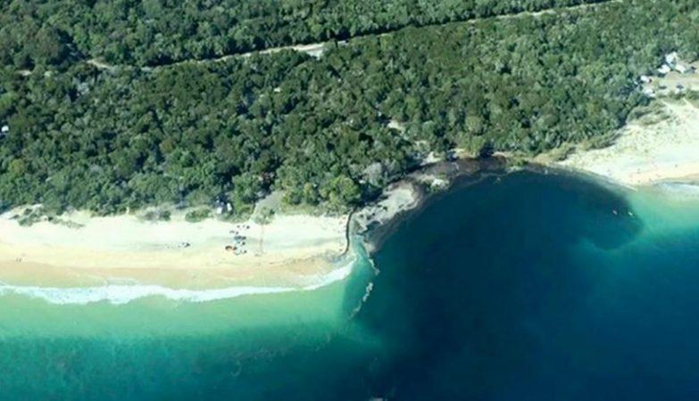 A Rainbow Beach, em Queensland, na Austrália, foi engolida por um buraco